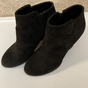 Old navy stacked heel zipper boots